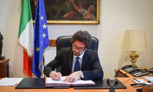 Toninelli firma il decreto e blocca l'aumento dei pedaggi per il 90 per cento delle autostrade italiane