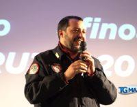 Salvini accolto come una star a Lanciano, dopo il comizio tutti in fila per il selfie