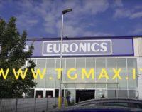 Furto a Euronics: puntano gli smartphone più costosi ma trovano solo le custodie