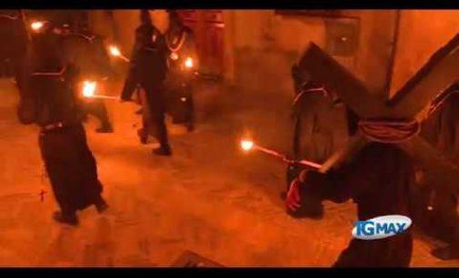 La processione degli incappucciati, il rito più amato dai confratelli