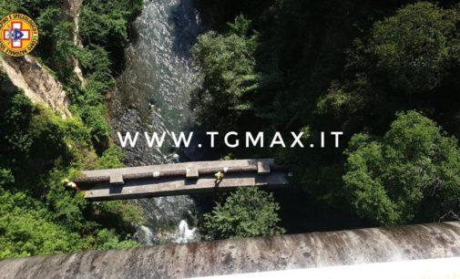 Autista 118 scomparso da Lanciano, si cerca nel fiume a Castiglione a Casauria: trovato un Suv parcheggiato