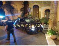 Ruba auto nelle Marche e si schianta contro muretto a San Vito Chietino, arrestato dopo inseguimento dalla polstrada