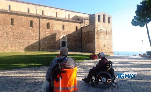 San Giovanni in Venere: abbazia inaccessibile ai disabili, va in scena la protesta