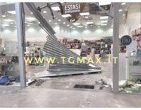 Silvi: assalto al centro commerciale, svaligiato il negozio di profumi