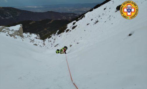 Maiella: escursionista scivola sul ghiaccio per 400 metri, recuperato dall'elicottero del 118 di Pescara