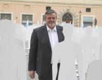 Lavoro: 30 sagome in piazza duomo a L'Aquila per le morti bianche