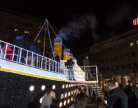 Luci d'artista sbarca a Pescara con il Titanic, il coro intona Oh happy day