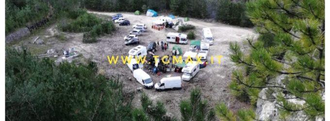 Un escursionista scopre il rave e chiama i carabinieri, tre arresti per droga