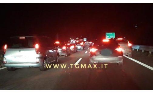 Odissea continua dei viaggiatori in A14, paralizzata l'area di Pescara con 16 km coda