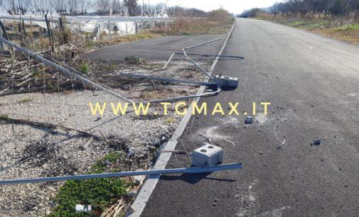 Ruba i mezzi a Ortona e fugge lungo la Via verde, inseguito dalla Polstrada