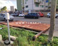 Vento forte a Lanciano: volano i cestini lungo il corso, grosso ramo cade su auto parcheggiata alla Asl