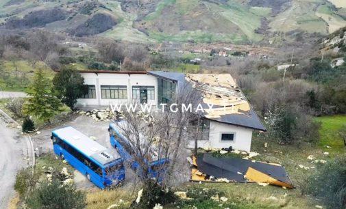 Altino: le raffiche di vento hanno divelto la copertura dell'ex Polo veterinario della Asl