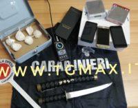 Collaboratore di giustizia e spacciatore di cocaina, arrestato assieme alla custode della droga
