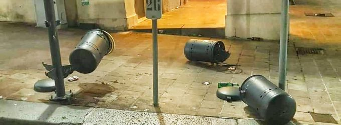 Lanciano: ha scatto d'ira e distrugge i cestini dei rifiuti, 17enne denunciato