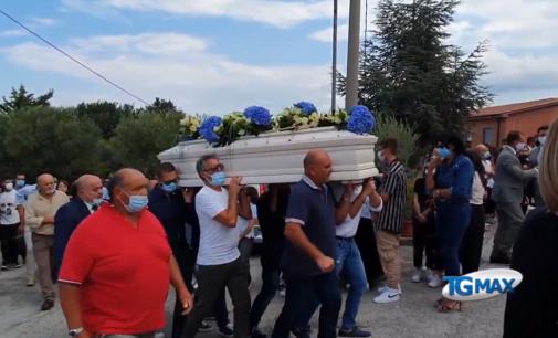 Lanciano: Villa Elce dà l'ultimo saluto a Dominik, era un ragazzo amato da tutti