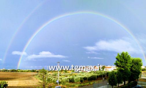 Vasto: dopo una domenica di fuoco e la pioggia, torna a splendere l'arcobaleno