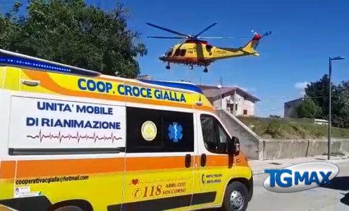 Palombaro: pota le rose e cade dal muretto, 93enne ricoverato a Pescara