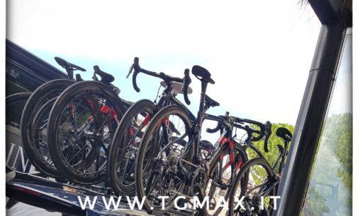 Giro d'Italia a Lanciano: 8 positivi, si ritira Steven Kruijswijk