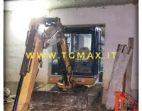 Bomba: muore schiacciato mentre rientra l'escavatore nella rimessa