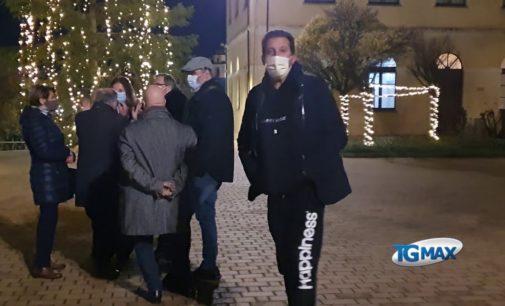 """Lanciano: un albero di Natale """"vero"""" in piazza Pace, lo accendono i commercianti"""